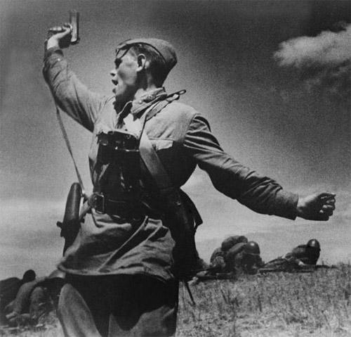 Младший политрук А.Г. Еременко роты 220-го стрелкового полка 4-й стрелковой дивизии - лето 1942-года