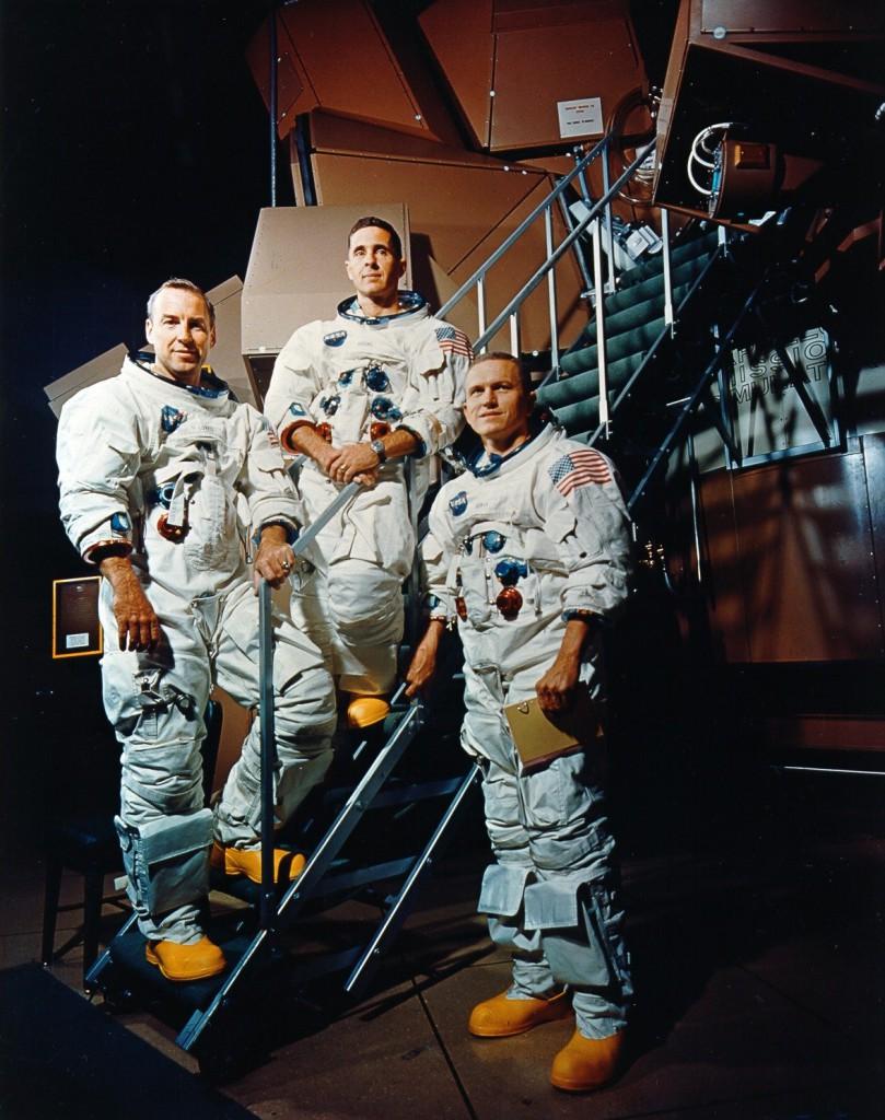 Экипаж «Аполлона-8», якобы облетевшего Луну